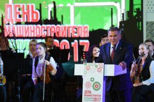 Рустам Минниханов в Автограде поздравил машиностроителей Татарстана с профессиональным праздником