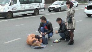 В центре Казани на зебре иномарка сбила 47-летнюю женщину