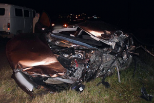 В Удмуртии легковушка с выключенными фарами влетела в фуру, водитель погиб