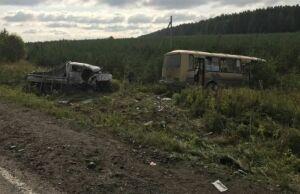 В Свердловской области в ДТП один человек погиб и 12 получили травмы