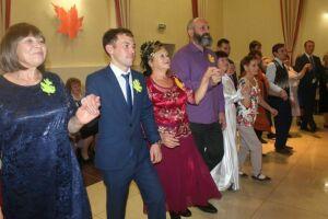 Для ветеранов Менделеевска на «Осеннем балу» состоялся мастер-класс по танцам