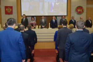 В Кабинете Министров Татарстана минутой молчания почтили память супруги Минтимера Шаймиева