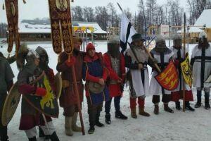 В Спасском районе реконструкторы устроили битву на Чудском озере