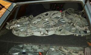 В Набережных Челнах сотрудники ГИБДД задержали парней, воровавших автомобильные колпаки