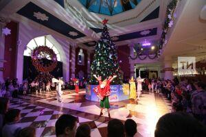 Женщины – депутаты Госсовета организовали елку для 250 ребят из Татарстана