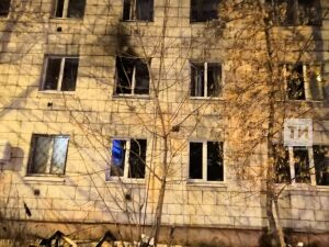 В Казани пожарные эвакуировали двоих человек из горящей девятиэтажки