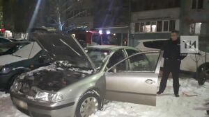 Казанец получил ожоги, пытаясь потушить снегом загоревшийся автомобиль