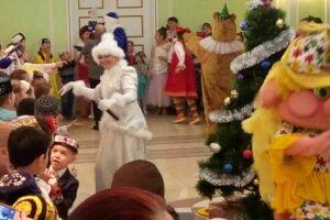 Актеры театра «Экият» представили в Ижевске сказку «Кыш бабай булэклэре»