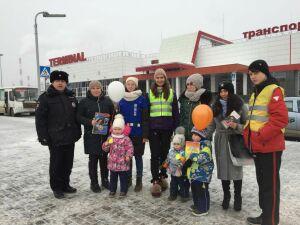 В Казани инспекторы ГИБДД рассказали пешеходам, как стать заметнее для водителей
