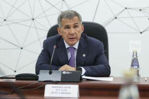 Рустам Минниханов призвал отдать приоритет общественному транспорту
