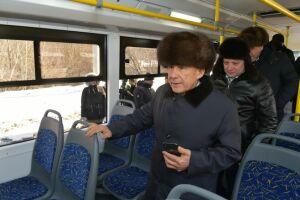 Рустам Минниханов проехал на новом троллейбусе по Казани