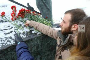 В Менделеевске возложили цветы к бюсту Менделеева