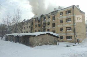 В Казани на улице Назарбаева из-за сварочных работ загорелся дом