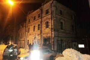 Из горящего дома в центре Казани пожарные спасли двоих пенсионеров
