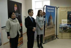 Генконсул Венгрии открыл выставку в Казани анекдотом про Фредди Меркьюри и парламент