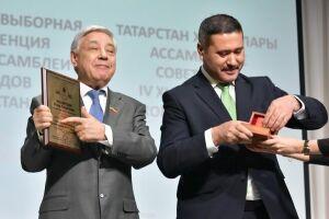 Фарид Мухаметшин получил золотую медаль Ассамблеи народов России