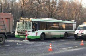 Следком выясняет причины ДТП в Москве, в котором пострадали шестеро детей