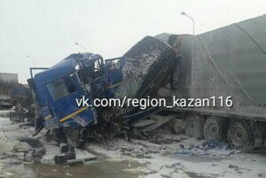 В страшной аварии на трассе М7 под Казанью погиб водитель грузовика