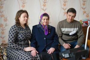 В Аксубаево члены избирательной комиссии помогли на дому проголосовать герою Соцтруда