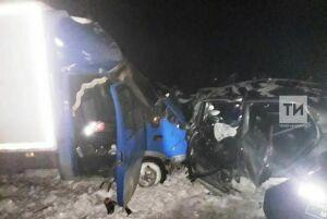 Фото вечерней аварии на трассе Казань – Оренбург