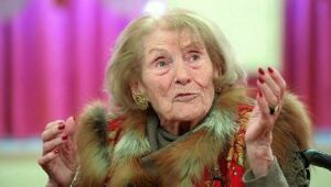 ВоФранции 102-летняя баронесса проголосовала навыборах Президента РФ