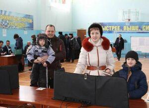 ЖителиДрожжановского района приходят навыборы семьями
