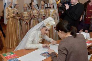В Набережных Челнах проголосовали артисты ансамбля «Кавказ» из Абхазии