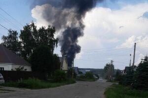 В Советском районе Казани на крыше автомойки и кафе случился пожар