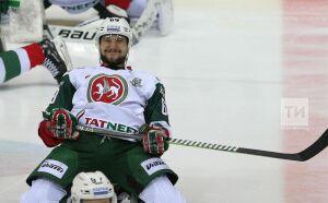 Клюшку хоккеиста «АкБарса» продали наблаготворительном аукционе за40тысяч рублей