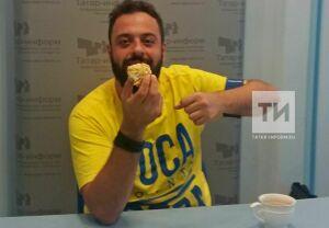 Ставший мемом бразильский болельщик оценил татарскую еду для «Татар-информ»