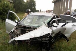 В Челнах пьяный водитель влетел в опору моста и еще в несколько авто