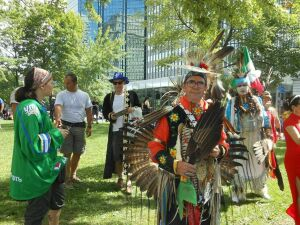 Мэр Монреаля станцевала с канадскими татарами и башкирами на празднике общин