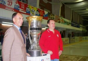 В Заинск впервые привезли «Кубок Гагарина»