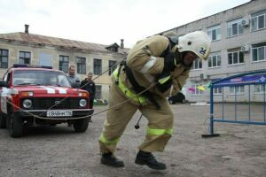 В Зеленодольске прошли соревнования по пожарному многоборью