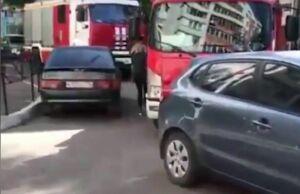 В Казани из-за коряво припаркованных авто огнеборцы не смогли проехать к месту пожара