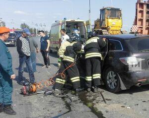 В Заинске водителя «Мазды» зажало в авто после столкновения с грузовой «ГАЗелью»