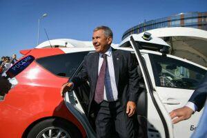Рустам Минниханов протестировал беспилотное такси в Иннополисе