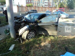 В Вахитовском районе Казани скончался водитель протаранившей столб иномарки