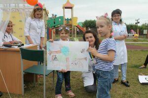 Сотрудники Агрызской центральной больницы провели акцию на тему здоровой семьи