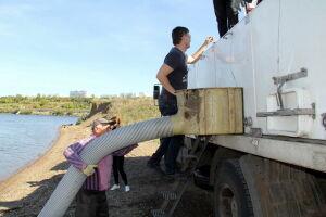 В Набережных Челнах десять тысяч мальков стерляди выпустили в Каму