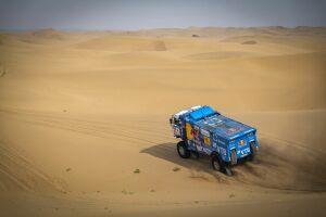 Эдуард Николаев потерял время из-за поломки на третьем этапе «Шелкового пути» в Китае