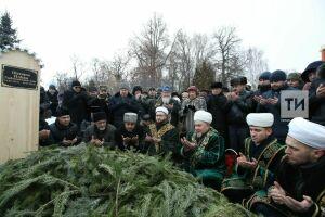 Ильгама Шакирова похоронили на главной аллее Новотатарского кладбища