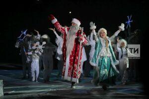 Более 350 жителей Сармановского района РТ приняли участие в параде Дедов Морозов и Снегурочек