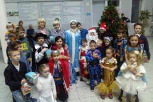Для детей Нижнекамска, оказавшихся в трудной ситуации, провели рождественскую елку