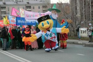 Трехметровый маг, Шурале и Арлекин: в Казани с парада кукол стартовал «Шомбай-fest»