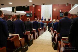 Депутаты Госсовета РТ минутой молчания почтили память об Анасе Исхакове