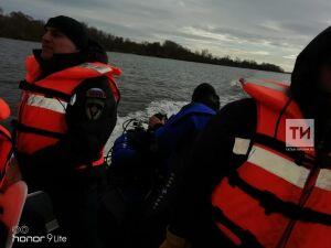 В Елабуге инспекторы ГИМС тренировались спасать людей с тонущего катера