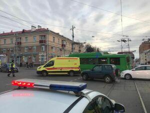 Аварию с троллейбусом в Казани спровоцировала водитель трамвая, выехав на красный свет