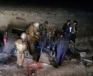 Шесть человек погибли в страшной аварии с фурой и автобусом под Оренбургом
