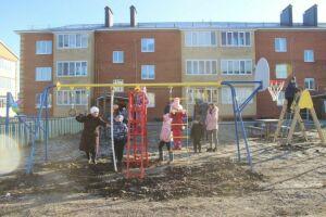 Во дворе Буинска установили детскую площадку по вкусу жильцов